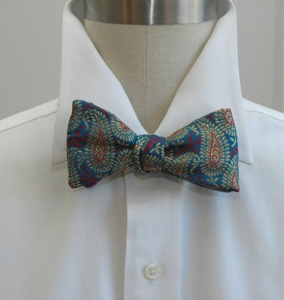 casual or formal ties and bow ties for men The latest in men's ties, perfect for any occasion. Plain designs offer versatility while prints will add dynamism to your formal look.