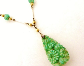Lovely Peking glass and faux pearl art deco necklace