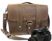 """14"""" Brown Newport Voyager Leather Camera Bag - 14-V-BR-LCAM"""