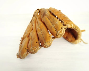 """Vintage Billy Williams Rawlings baseball glove, GJF 6 Fastback 10"""" model 1970s Chicago Cubs sports, youth or woman's, hall of famer, leather"""