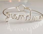 "Dainty  ""grandma"" bracelet. Grandmother Gift, grandma to be. grandma gift. Grammy Grandma Nona Nanna Meme Mimi Yaya Bracelet Gifts under 20"