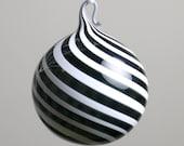 tourbillon noir et blanc soufflé ornement de verre