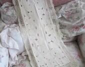 Vintage Embroidered Floral Runner Crochet Lace Trim M9