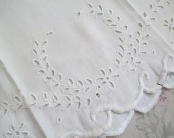 Shabby Chic Vintage White Pillowcase Embroidered Openwork Wreath Crest C95