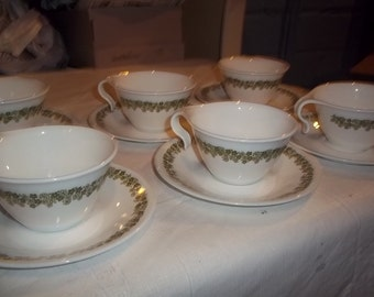 Corelle set of 4 crazy daisy hook handle cups and 4 saucers