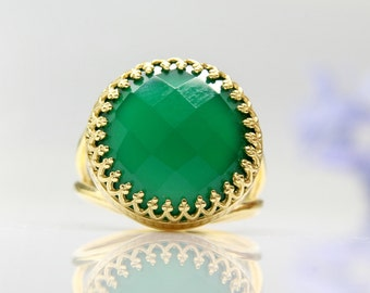 SALE - green onyx ring,gold ring,gemstone ring,green jewelry,faceted ring,large ring,vintage ring,lace ring