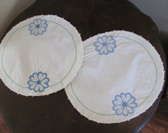 "Antique Embroidered Linen Table Runner Dresser Scarf Doily Set - 10"" Round"
