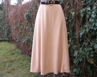 Long Yellow Skirt / Size EUR44 / UK16 / Lining