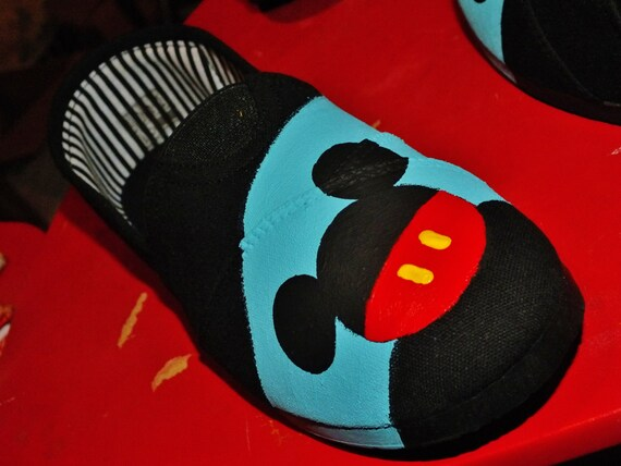painted mickey mouse canvas shoes size 7 by singitout