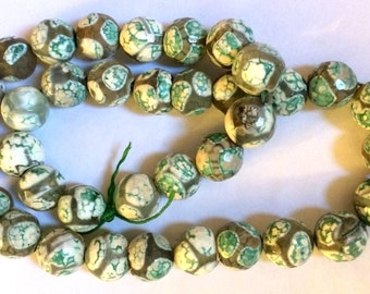 GREEN LEOPARD AGATE Beads, Multifaceted -  18 Beads - 8 mm, Green, Gray, White