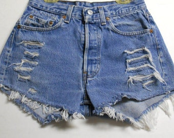 26 inch waist.....LEVIS 501 distressed denim Shorts