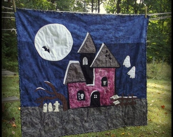 Halloween Haunted House Quilt Pattern, Fast and Fun Beginner Quilt Pattern