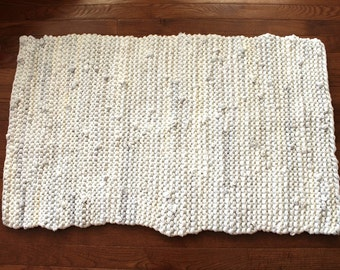 Creamy White Rag Rug Upcycled T Shirt Laundry Room Cottage Chic French Country Farmhouse Artisan Bath Mat 21x31 --US Shipping Included
