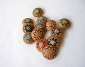 Painted wooden buttons, wood buttons with flower designs, Swiss style, 13 buttons