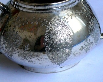 Vintage Sugar Pot, Traditional English Silver Plated Sugar Bowl Pot with Hand Engraving Good Condition Very Elegant and Classy Lovely Gift
