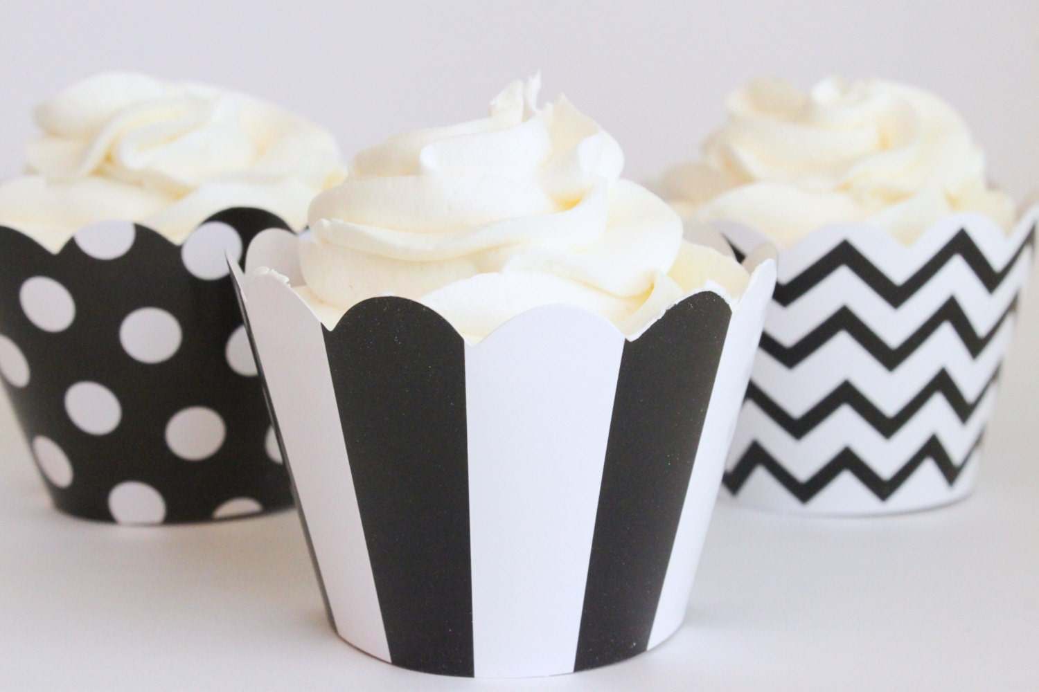 Black And White Cupcake Images : Black and White Cupcake Wrappers Polka Dot Cupcake Liners