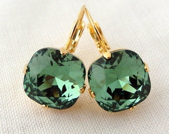Emerald drop earrings,emerald bridesmaids earring,Green earrings,Kelly green earrings,green bridal earring,Swarovski earring,crystal earring