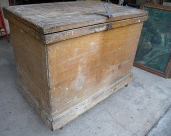 good shape huge solid strong late 1800s early 1900s antique primitive PINE BLANKET CHEST box trunk   pick up only