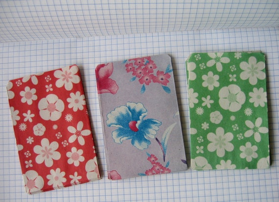 60 pcs.Vintage Style Floral  Mini Paper Bags / Gift Bags (size 2.50 x 3.50 inch or 6.50 x 9 cm.)