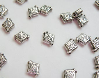 25 Celtic Diamond spacer beads flower antique silver rhombus 10x9mm DB00045