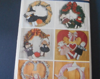 Butterick 5676, Holiday Wreath Decor