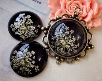 30 mm Round Shape Yellow Dried Flowers (Black Back Color) Flat Back Resin Cabochons (.ga)