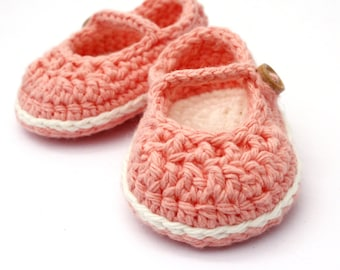 Crochet Baby Booties,  Baby Mary Jane shoes,   Newborn  - Ready to Ship