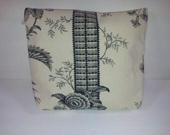Zippered Bag // Medium // Vintage Cotton Print