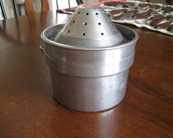 1930s Juicer Reamer With Strainer Top