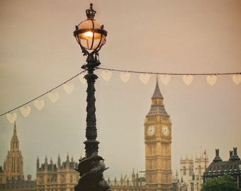 Big Ben print. London lamp post with Big Ben at dusk. Soft pink sunset, heart-shaped lights. Travel photography, urban decor, architecture.