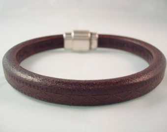 Men's Brown Leather Cuff Bracelet - Minimalistic - Licorice Leather - Magnetic Clasp - Simple