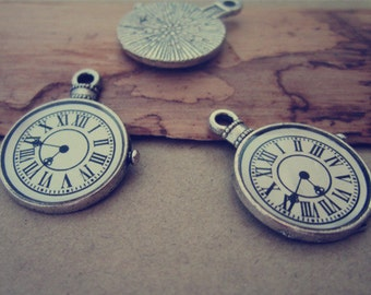 10pcs of Antique silver Clock  pendant charm 17mm
