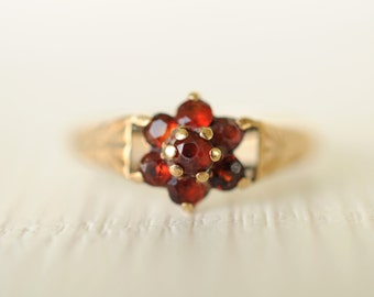 SALE/// 1980s/ vintage 9k gold and red cubic zirconia cluster ring. Christmas festive. boho bohemian gypsy  // HOLLY