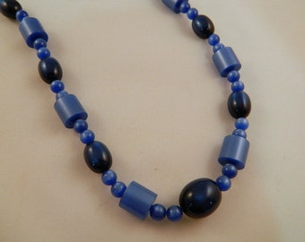 Blue Bead Necklace / Vintage 1960s Necklace / Cobalt Blue