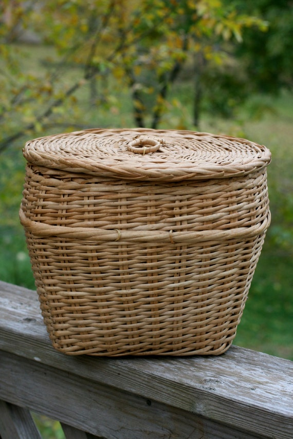 Vintage wicker basket with lid large round yarn basket - Round wicker hamper with lid ...