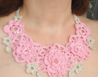 Pink and beige flowers crochet necklace.