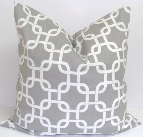 GRAY PILLOW.18x18 inch.Decorative Pillow Cover.Gray Pillow.Grey Pillow.Gray Throw Pillow Cover.Cushion.Chainlink.Circles.Grey Cushion.cm