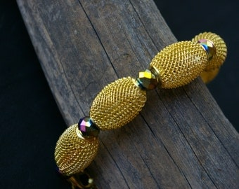 Bracelet Bright Gold Tone Wire Mesh and Violet Iridescent Faceted Glass Beads Adjustable