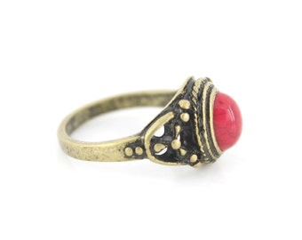 Lovely Vintage Retro Gold-tone Pink Stone Ring,Size 7 / 7.5