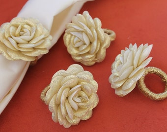 Set of 4 Napkin Rings With Golden Roses