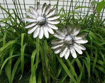 Metal Daisy Garden Art Sculpture