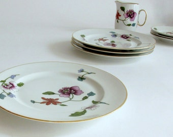 Royal Worcester Astley Salad Plate. Gold Trim. Floral Sprays. Oven to Table Ware. England.