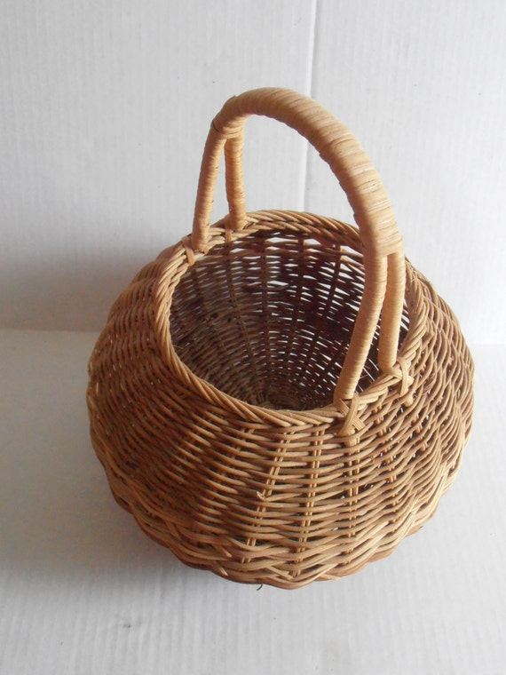 Antique Woven Egg Basket : Vintage woven round egg berry basket wooden wicker rustic