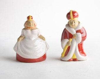 Vintage signed Sorcha Boru ceramic king and queen salt and pepper shakers – California pottery figurines