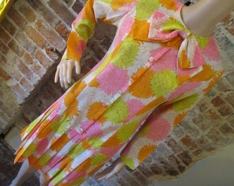 1960s Pleated Chrysanthemum Long-Sleeved Day Dress