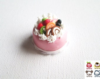 Miniature Cake, strawberry cake, clay cake, food figurine, miniature clay sweet, polymer clay food, mini, dessert, dollhouse, tiny, scale