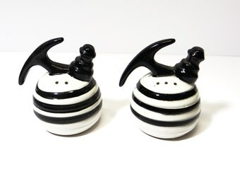 Vintage Teapot Salt and Pepper Shakers - Black and White 1950's