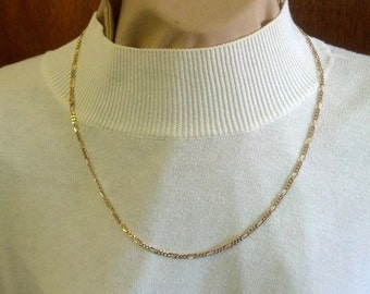 Lovely Sarah Coventry gold tone metal necklace