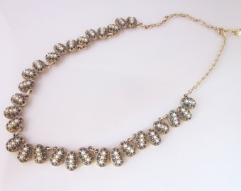 Faux pearls and rinestones necklace