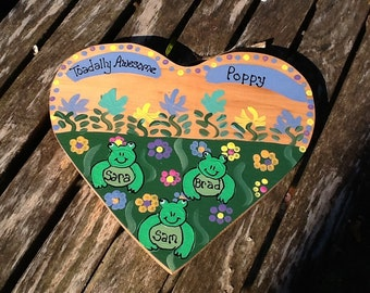 Grandfather wood heart with personalized frog grandchildren